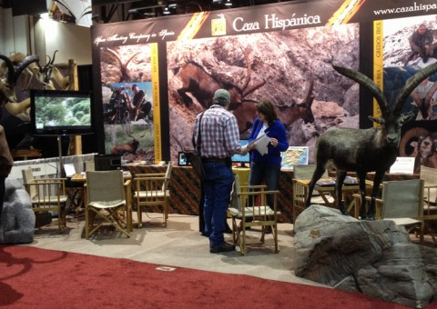 Clients at Caza Hispanica´s booth