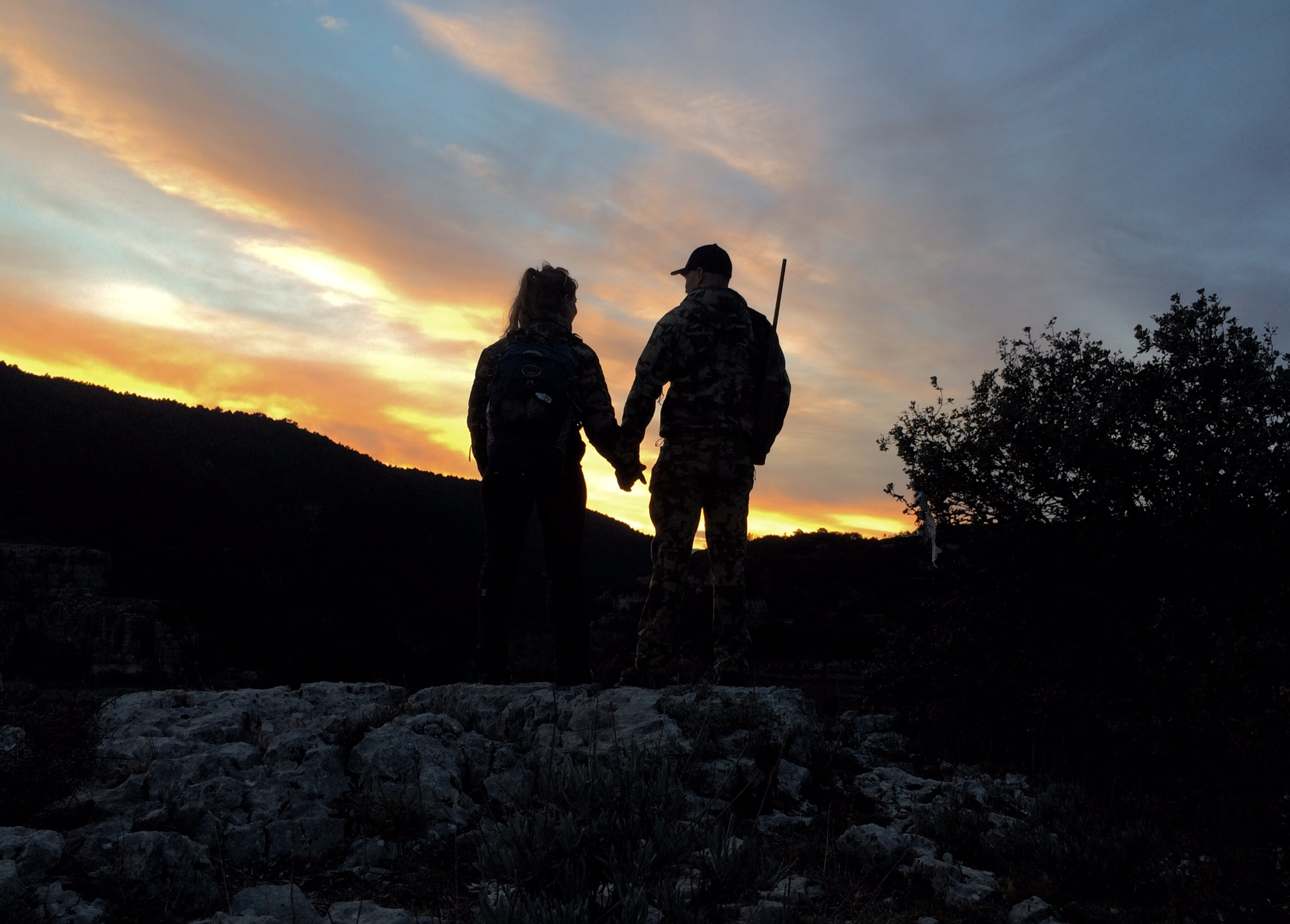 Lov na slikama i videu - Page 2 Kyle-and-Heidi-hunting-in-the-sunset